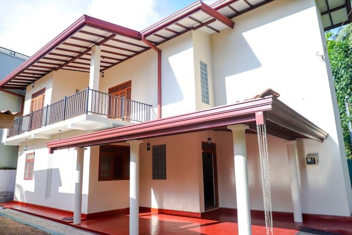 Yuli Nandas Villa - Kottawa Mattegoda homestay