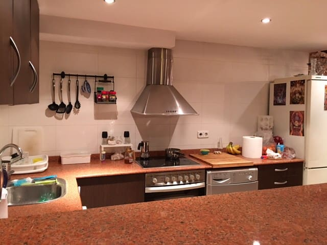 Small, cheap & centric room in very nice house - Barcelona - Byt