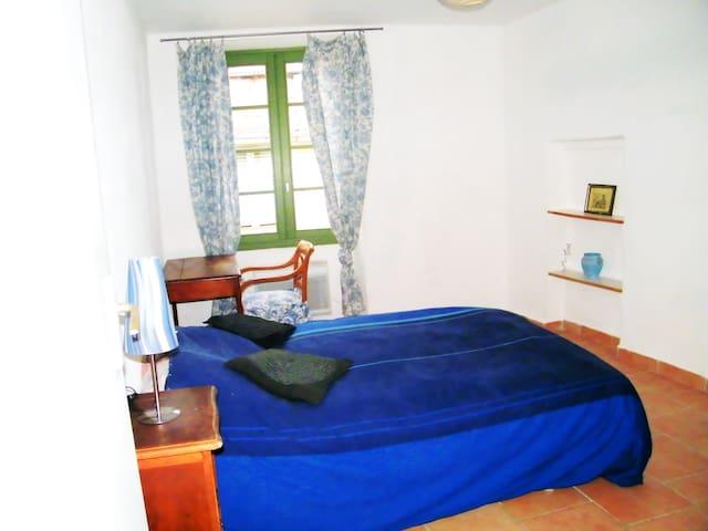 Centre village  3 pièces 65m² Ensoleillé & Calme
