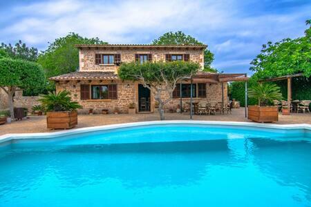 Casa con piscina para 4 muy bien ubicada