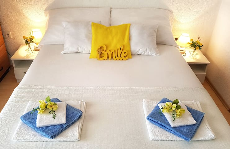 Sweet & little Blue room with sea view balcony