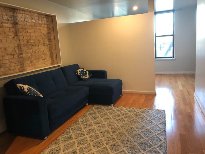 Lindo Studio on Linden St - queen bed and sofa bed