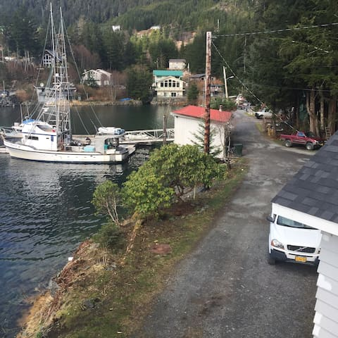 Beachfront Home with Private Dock - Sitka - Rumah
