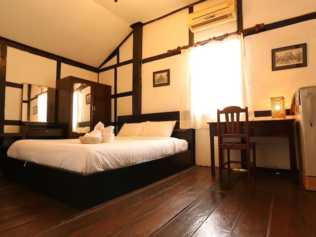 Villa Lao room#1 ( king size bed and simple bed).