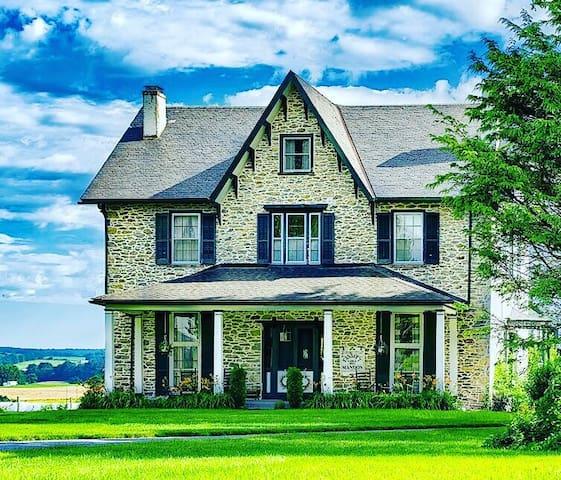 Amish country farm house