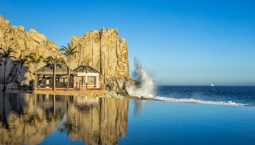 5-Star Cabo San Lucas Resort on the Beach