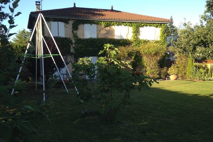 Loue maison familiale très proche centre Lyon