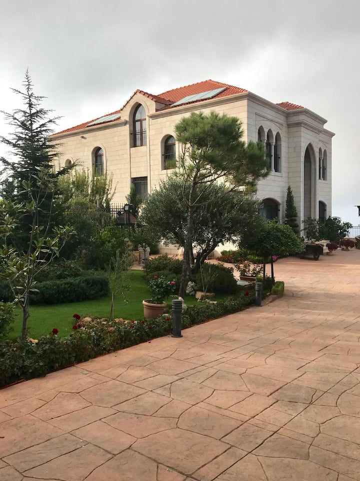 Beautiful villa in Bhamdoun (with indoor pool)
