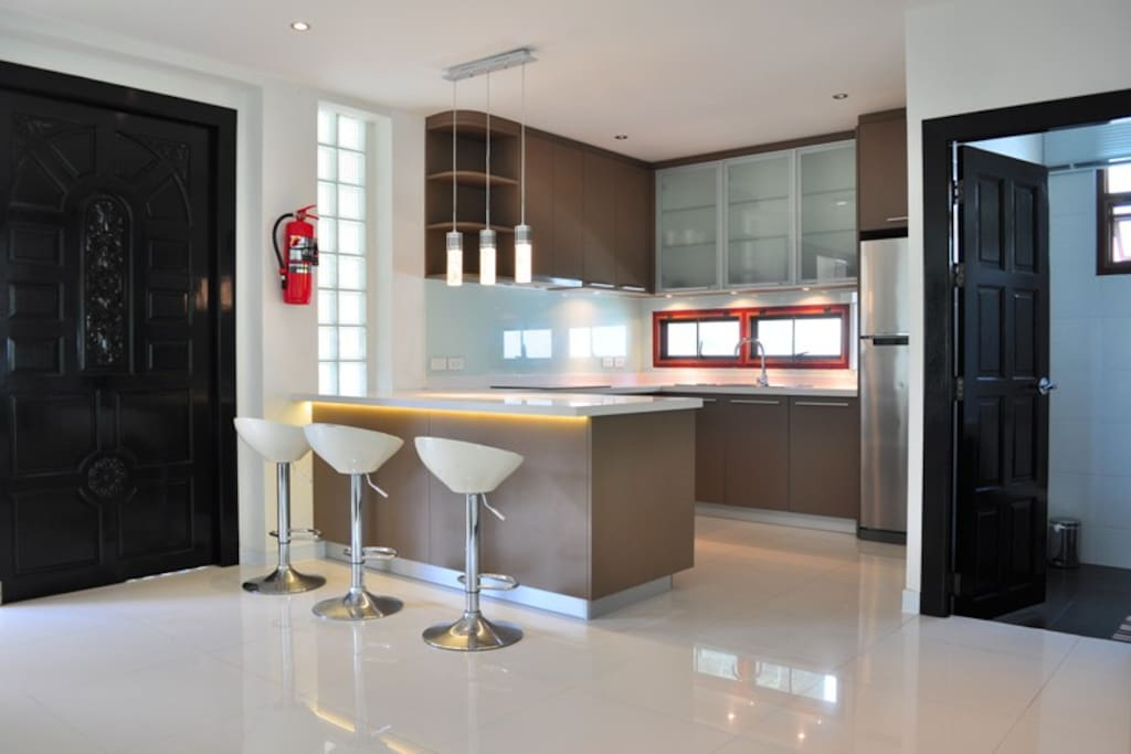 Smart Kitchen with Well-Equipped, Electric Stove, Oven, Toaster, Kettle, Fridge Freezer & etc.