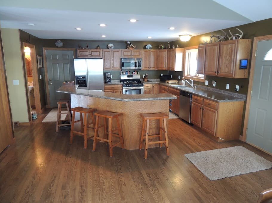 Large cooks kitchen with stainless steel appliances. basic spices provided. all supplies needed to bake or cook. grilling equipment provided as well.