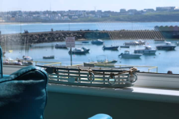 Portrush Harbour (Kerr St) Townhouse.  Sleeps 19