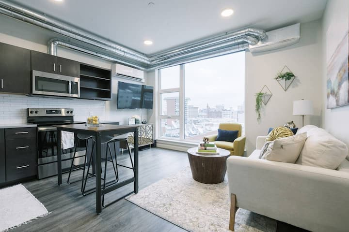 Downtown 1 bed Loft with Amazing 6th Floor Views