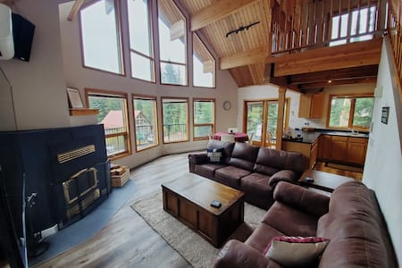 Whitetail Hollow (Apex Mtn)- a cozy retreat