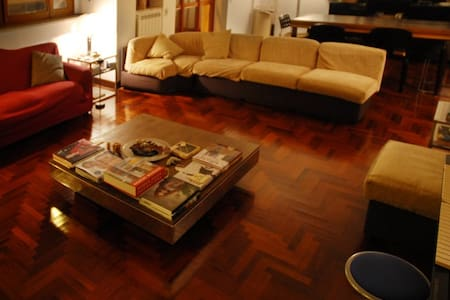 Cozy wooden room in elegant apartment - Lecce