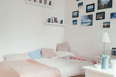cosy and comfy bedroom in quiet shared flat - Köln - Wohnung