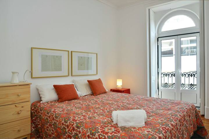 "Vintage Room ""Largo do Intendente"" (Privat Wc)"