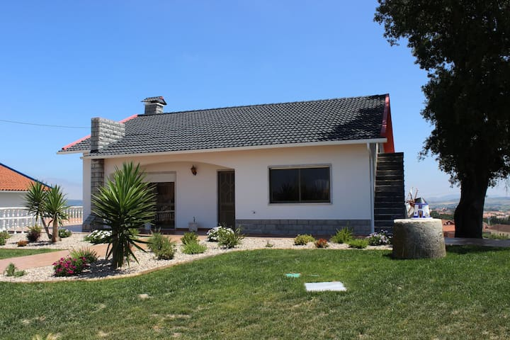 A wonderful, detached villa in a beautiful region, close to the coast and Óbidos