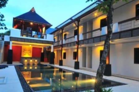 Surintra Phuket Resort - Choeng Thale - Bed & Breakfast