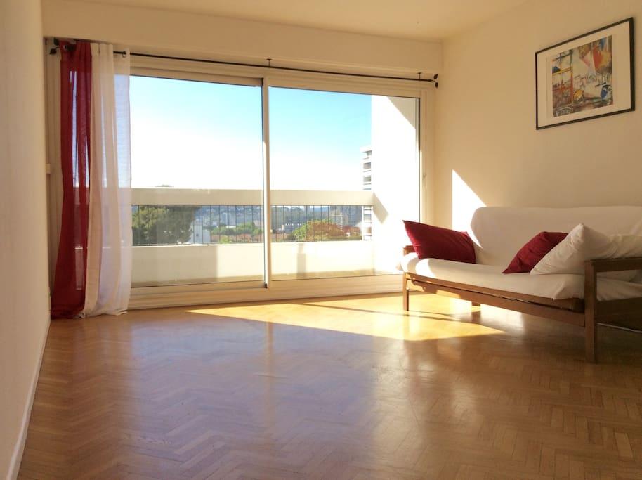 Salon avec son futon