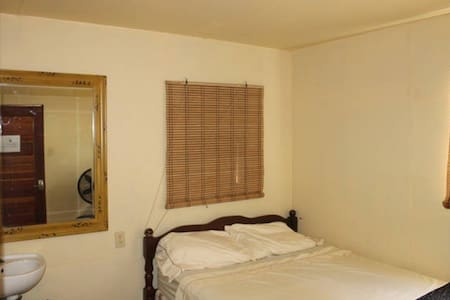 Pvt room and bath w AC double bed - Belize