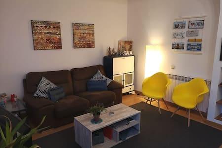 Habitación en piso muy lindo y cómodo en Eixample.