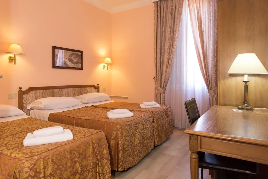 center 5 chambres d 39 h tes louer rome latium italie. Black Bedroom Furniture Sets. Home Design Ideas