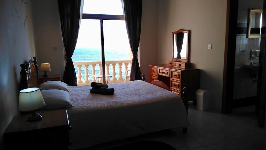 Mermaid Room,  facing the sea