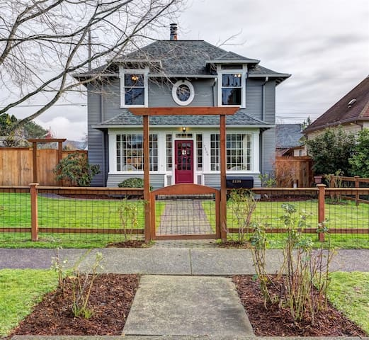 Charming Victorian near city center - Bellingham - House