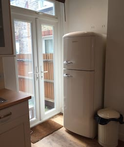 2 Bed Apartment 2 mins from Tube - Londres - Apartamento
