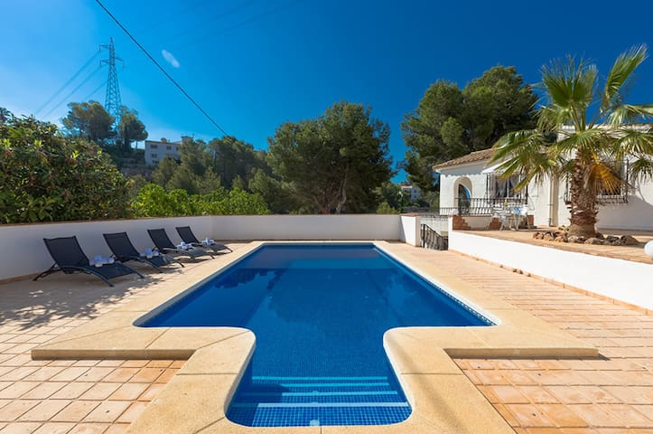 CHARRA, villa with large plot in the hills of Altea