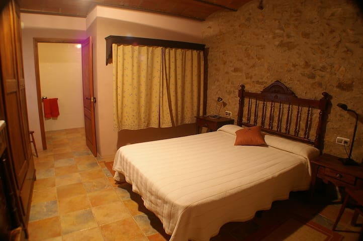 One rustic experience - Llabià - Bed & Breakfast