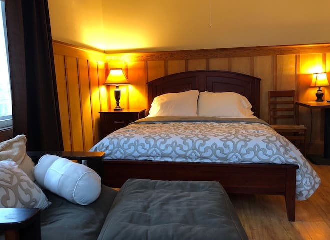 Amazing Location: Pakalana Inn's Room 2