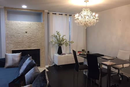 Welcome to LA LA Land Gorgeous 1 BED! - West Hollywood