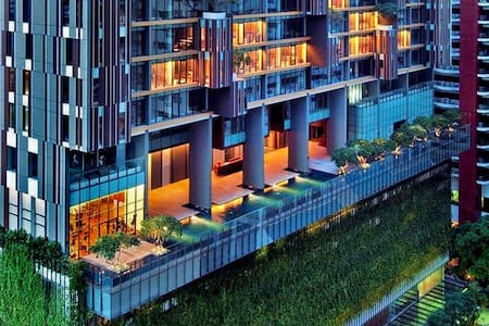 2 BR, MASSIVE KING SUITE in the heart of town! - Bangkok