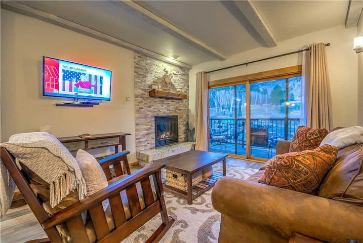 Discounted Steamboat Lift Tickets! - Completely Remodeled Steamboat Condo With Mountain Views and a Great Location. - Rockies 2126