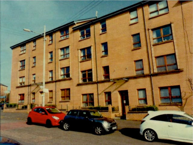 Modern 2 Bedroom Flat close to Hydro / SECC