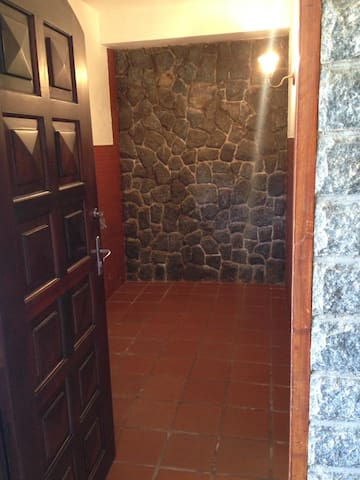 Suite de ótima localização, 5min de Itaipava.
