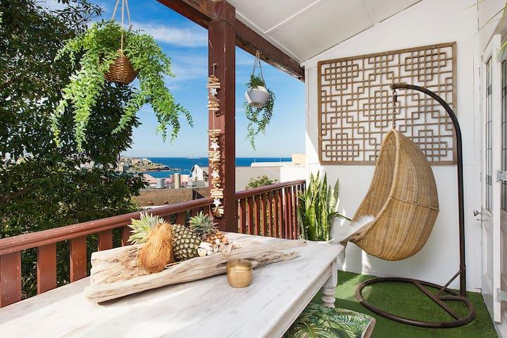 Bondi Balcony Bliss - gorgeous 2 br w/ beach views