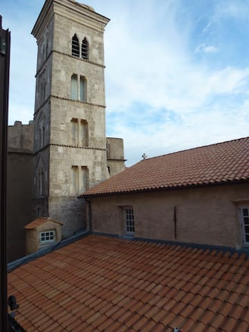 Historic apartment next to church - Bonifacio - Flat