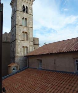 Historic apartment next to church - Bonifacio - 公寓