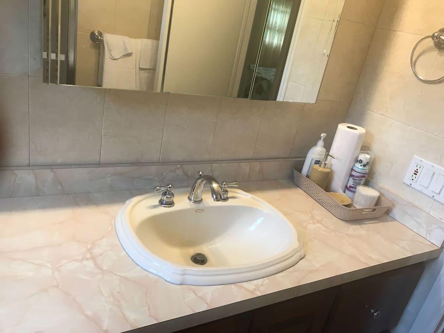 beautiful, ultra clean bathroom
