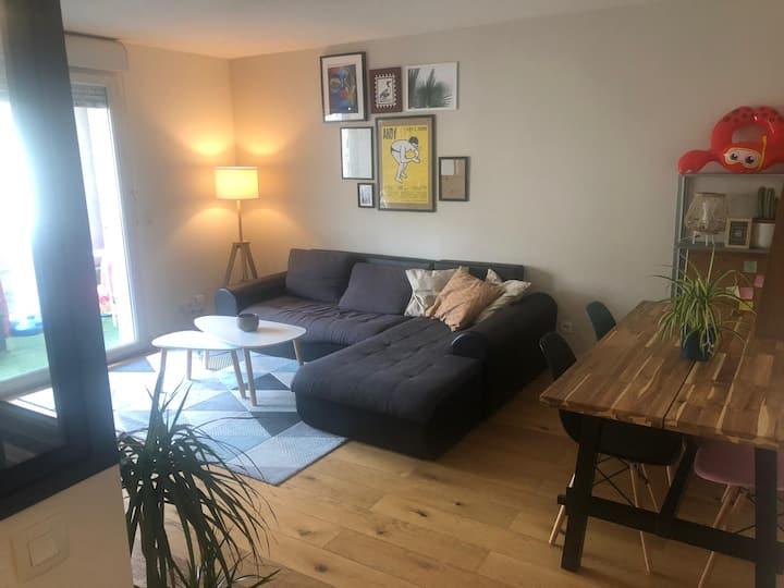 Chambre dans bel appartement avec balcon