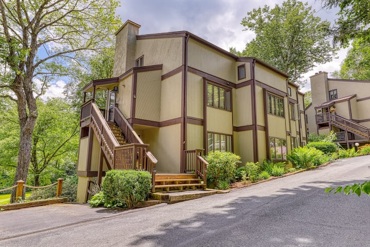 Eclectic condo on fairway w/spiral staircase and vaulted ceilings