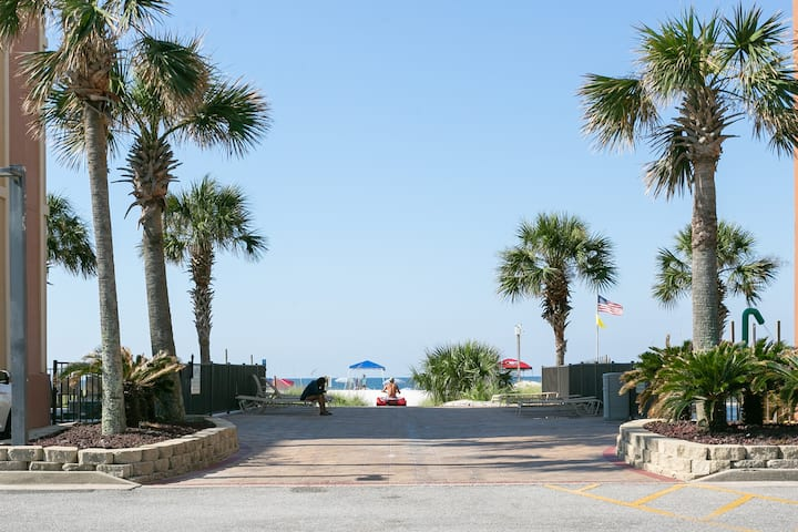 372 Sand dollar - Beach Front with pool