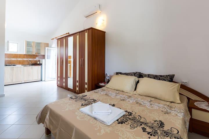Apartmani Ćorović - Sutomore - House