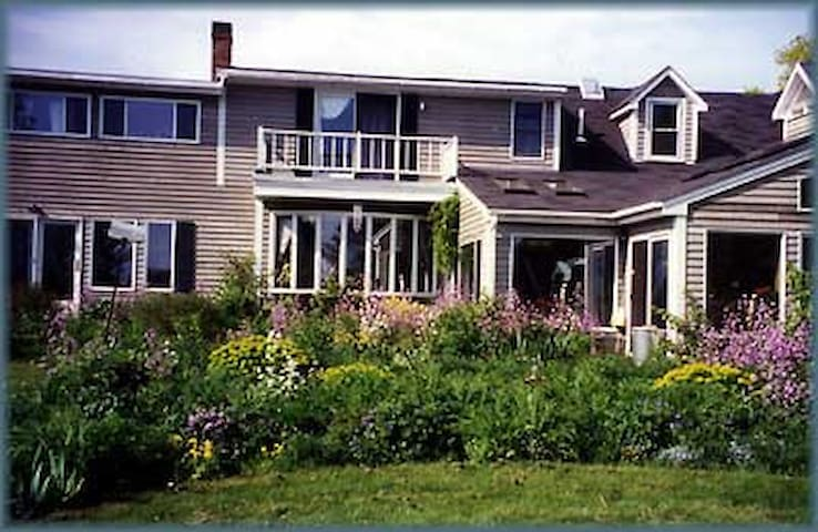 WHOLE HSE:  EdgeWater Farm B&B: Owners ON SITE - Phippsburg - Bed & Breakfast