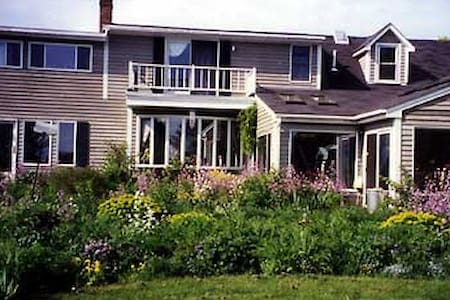 WHOLE HSE:  EdgeWater Farm B&B: Owners ON SITE - Phippsburg - Aamiaismajoitus