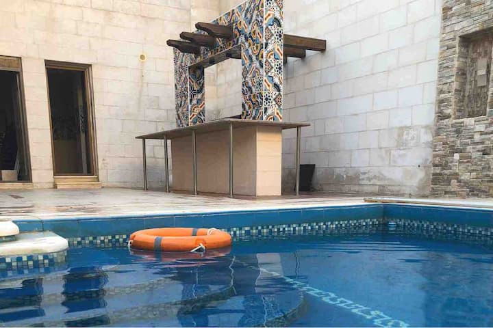 part-villa w POOL BBQ large patio(day use or stay)