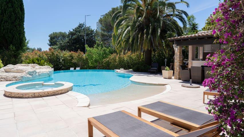 Magnificient Villa close to beaches & city center