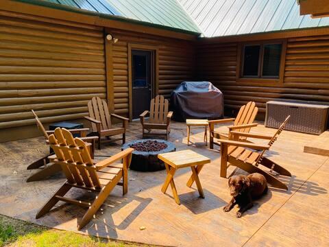 Little Limberlost: A Cozy Woodland Loft Apartment